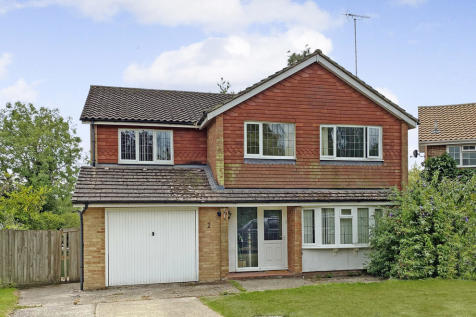 Angus Close, Horsham. 4 bedroom detached house