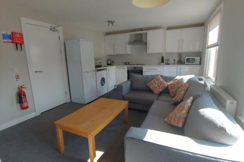 St John Street, Stirling Town, Stirling, FK8. 3 bedroom flat