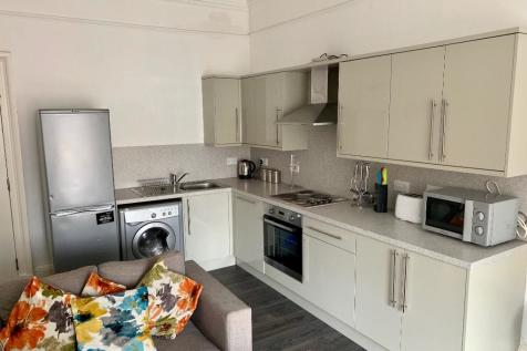 Upper Craigs, Stirling Town, Stirling, FK8. 4 bedroom flat