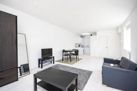 Finchley Road, Golders Green, London, NW11. Studio apartment