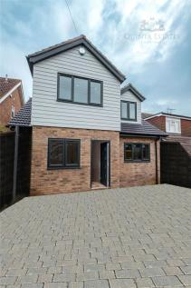 Mons Ave, Billericay, CM11. 4 bedroom detached house for sale