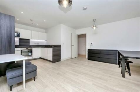 Large 2 bed, Copenhagen Court, Pell Street, SE8. 2 bedroom apartment