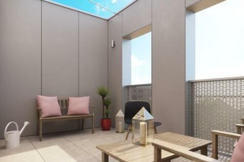 Dock Road, Brompton, Gillingham, ME4. 3 bedroom terraced house