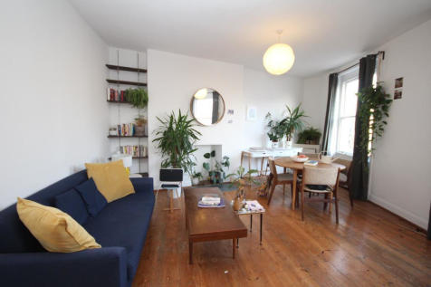 2 Crossway, London, N16. 1 bedroom terraced house