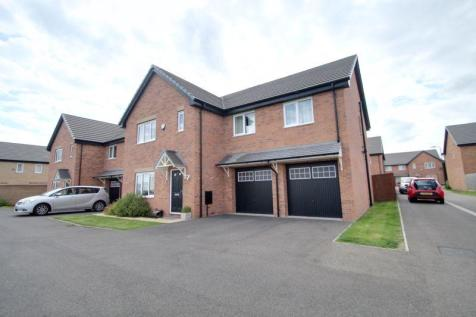 Leon Drive, STANGROUND/CARDEA, Peterborough. 6 bedroom detached house