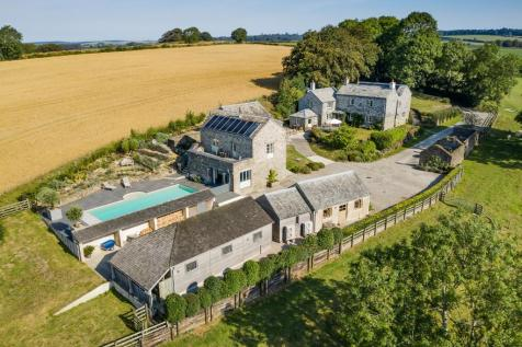 Nr. River Fowey, Cornwall. 5 bedroom detached house