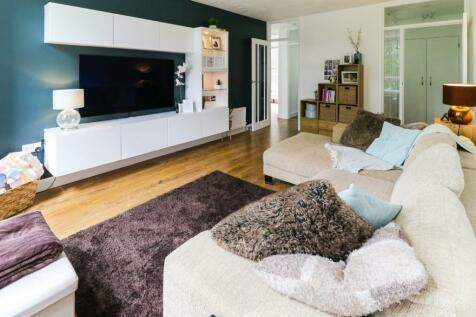Whyteacres, Court Bushes Road, Whyteleafe. 2 bedroom flat