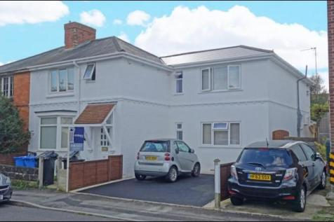 22 Recreation Road, Poole, Dorset, BH12. 7 bedroom house of multiple occupation for sale