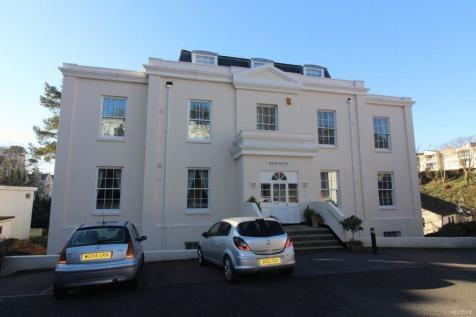Lower Woodfield Road, Torquay. 2 bedroom flat
