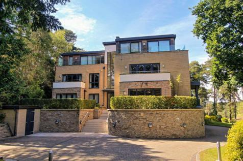 8 Nairn Road, Poole. 3 bedroom apartment