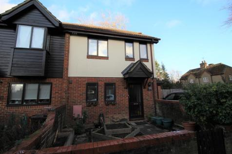 Fairholme Gardens, Farnham. 3 bedroom end of terrace house