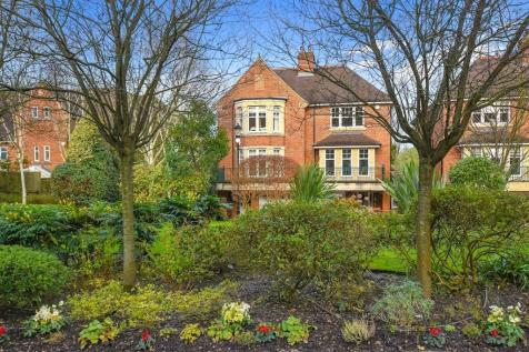 Mountview Close, London, NW11. 5 bedroom semi-detached house