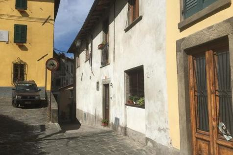Tuscany, Lucca, Barga. House for sale