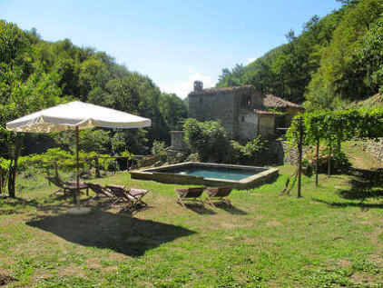 Tuscany, Lucca, Pieve Fosciana. 5 bedroom mill for sale