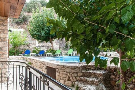 Vafes, Chania, Crete. 6 bedroom guest house