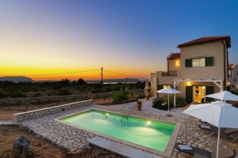 Xirosterni, Chania, Crete. 3 bedroom villa for sale