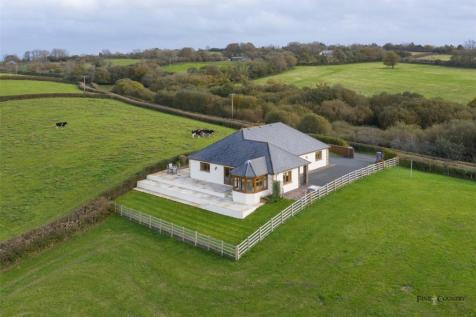 Nantycaws, Carmarthen, Sir Gaerfyrddin, West Wales, SA32. 3 bedroom bungalow for sale