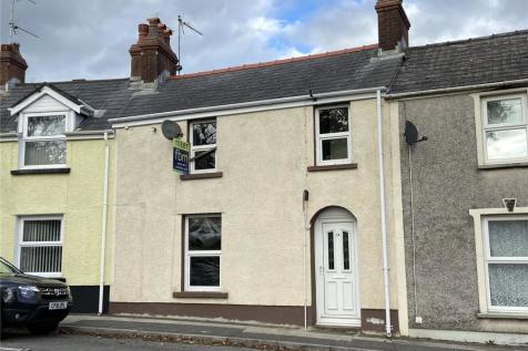 Monkton Lane, Pembroke, Pembrokeshire, SA71. 4 bedroom terraced house