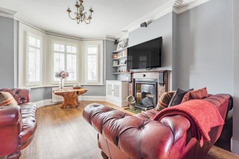 Oxford Road Sidcup DA14. 3 bedroom end of terrace house