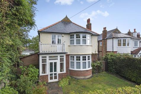 The Green Sidcup DA14. 6 bedroom detached house