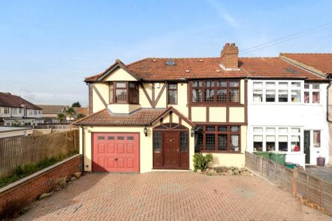 Sycamore Avenue Sidcup DA15. 4 bedroom house