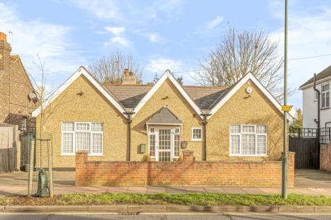 Old Farm Avenue Sidcup DA15. 2 bedroom bungalow