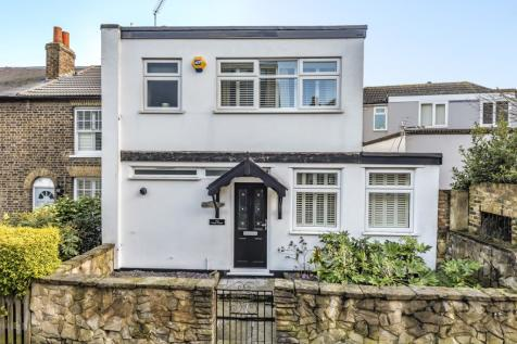 Woodside Road Sidcup DA15. 3 bedroom semi-detached house