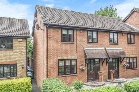 Larch Grove Sidcup DA15. 3 bedroom terraced house