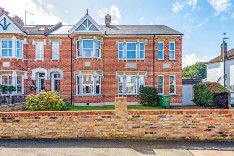 Main Road Sidcup DA14. 5 bedroom semi-detached house