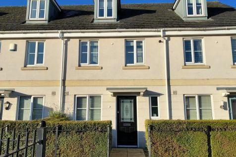 Pintail Close, Cheltenham, Gloucestershire, GL51. 3 bedroom terraced house
