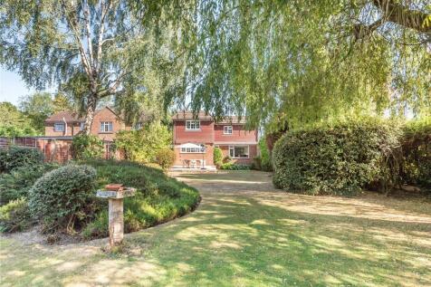 Rowly Drive, Cranleigh, Surrey, GU6. 4 bedroom detached house