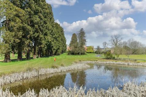 Royal Earlswood Park, Redhill. 2 bedroom apartment