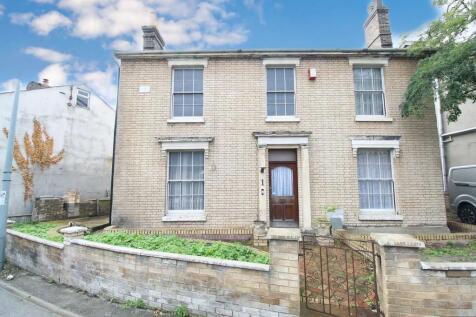 Waterloo Road, Ipswich. 5 bedroom detached house for sale