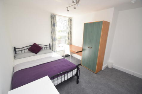 Student Accomodation. 4 bedroom end of terrace house