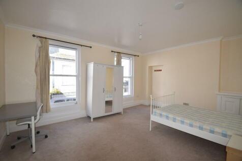High Street, Falmouth. 3 bedroom flat