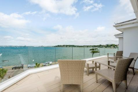 Banks Road, Sandbanks, Poole, BH13. 3 bedroom penthouse