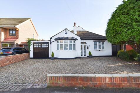 Gubbins Lane, Harold Wood, Essex, RM3. 3 bedroom detached bungalow for sale