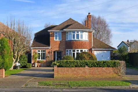 44 Stockbridge Gardens, Chichester. 5 bedroom detached house for sale
