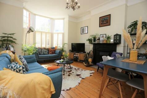 Sackville Road, Hove. 2 bedroom flat