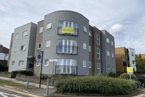 Prince Avenue, Essex. 2 bedroom flat