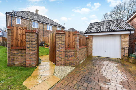 Rudgard Way, Liphook, Hampshire. 3 bedroom semi-detached house for sale