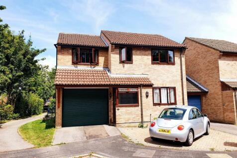 Ascot Close, Titchfield Common. 4 bedroom link detached house