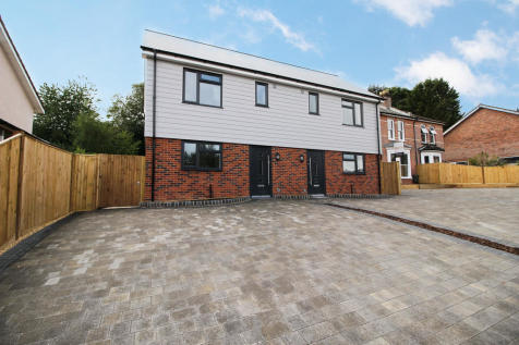Beacon Bottom, Park Gate. 3 bedroom semi-detached house