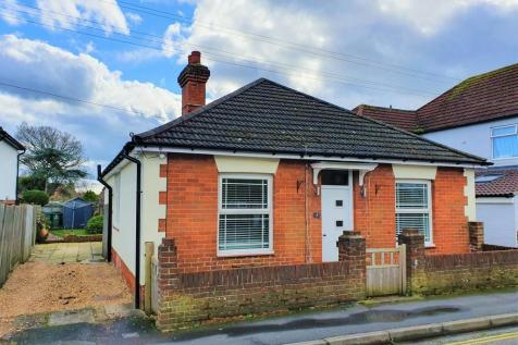 Lower Church Road, Titchfield Common. 2 bedroom detached bungalow