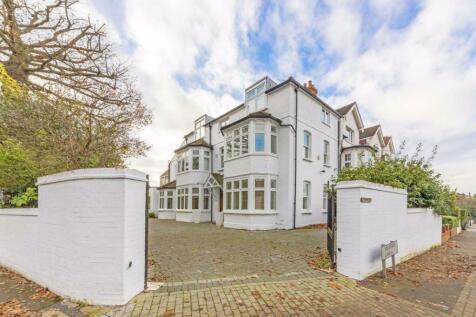 Platts Lane, London. 5 bedroom house