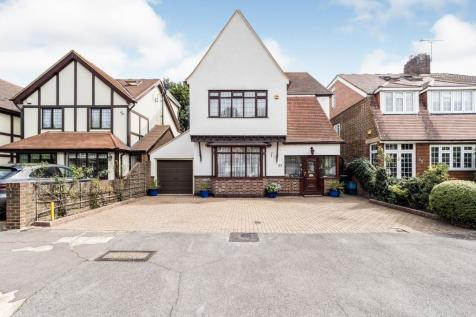 Brandville Gardens, Barkingside, Ilford, Essex, IG6. 4 bedroom detached house