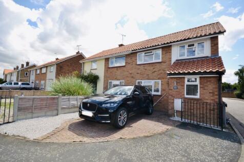 Lawlinge Road, Latchingdon, Chelmsford, Essex, CM3. 3 bedroom semi-detached house