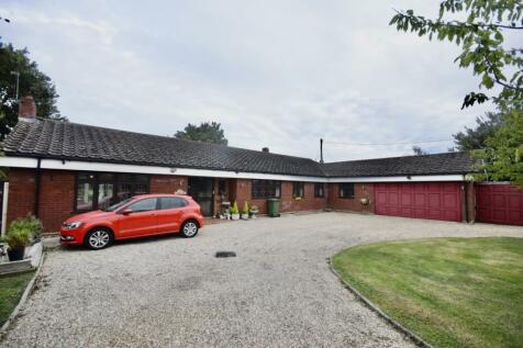 Burnham Road, Althorne, Chelmsford, Essex, CM3. 3 bedroom bungalow