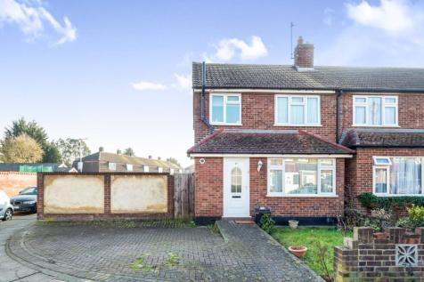 Frinton Road, Collier Row, Romford, Havering, RM5. 3 bedroom end of terrace house for sale