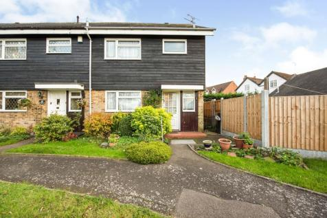 Rowland Walk, Havering-Atte- Bower, Romford, Havering, RM4. 3 bedroom end of terrace house for sale